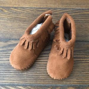 Minnietonka Infant Suede Booties